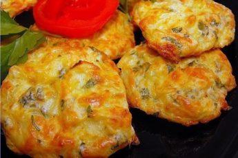 Капустные оладьи с сыром в духовке - вкусно и сытно!